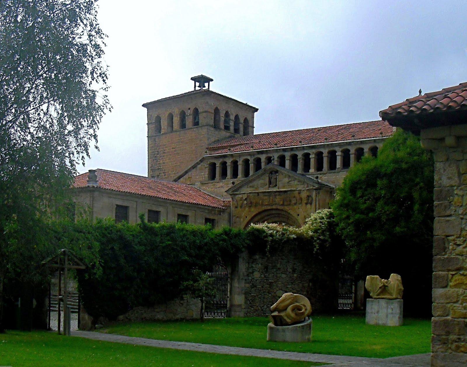 La ciudad habla imagenes de la colegiata de santillana for Posada el jardin santillana del mar