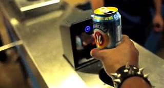 Latas de cerveza recicladas a cambio de viajes en metro
