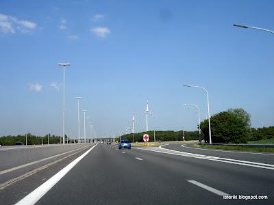 Ветряные генераторы вдоль шоссе