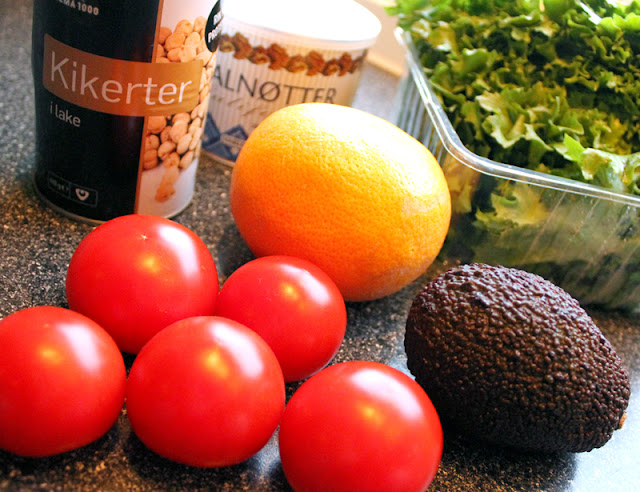Oppskrift Enkel Sunn Salat Kikertsalat Kikerter Avokado Grapefrukt Tomater Valnøtter