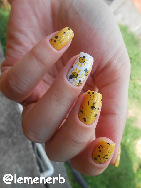 decoração com esmalte amarelinha