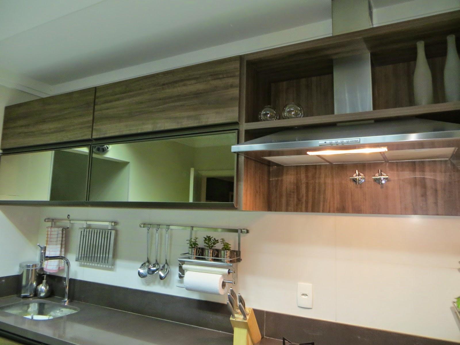 Mesas de Bilhar: Cozinha e área de churrasqueira integradas  #8B6A40 1600 1200