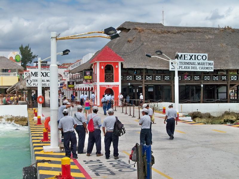 Fotos del Muelle de Playa del Carmen donde parten los barcos a la Isla de Cozumel