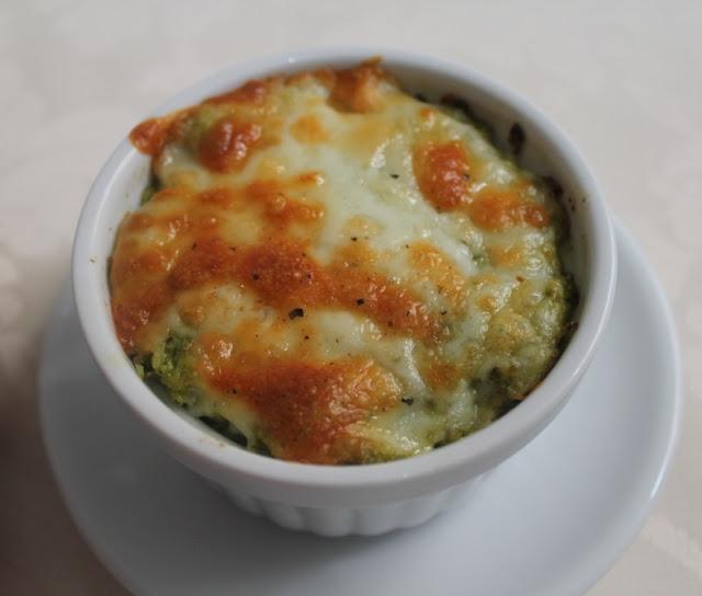Tarrina de brócoli y queso gratinado (El dulce mundo de Nerea)