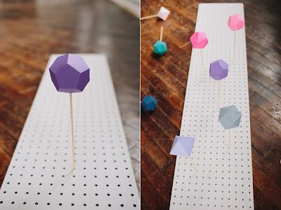 Realiza un camino de mesa con figuras geométricas