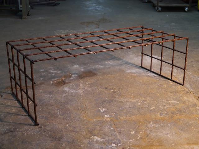 Mesas y sillas en metal de estilo industrial en hierro y madera envejecida nuevos modelos de - Mesa centro madera y hierro ...