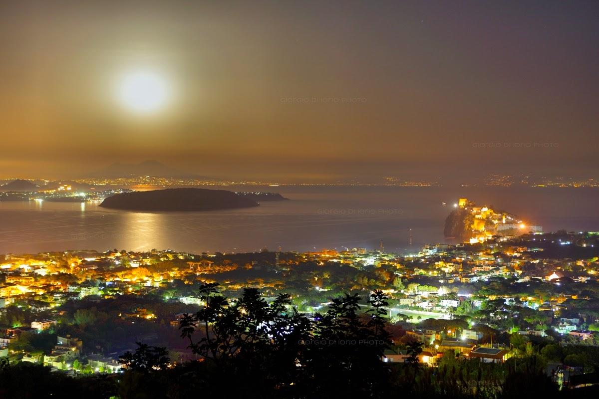 Ischia di notte - La luce della luna
