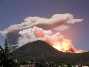 the eruption of mount lokon
