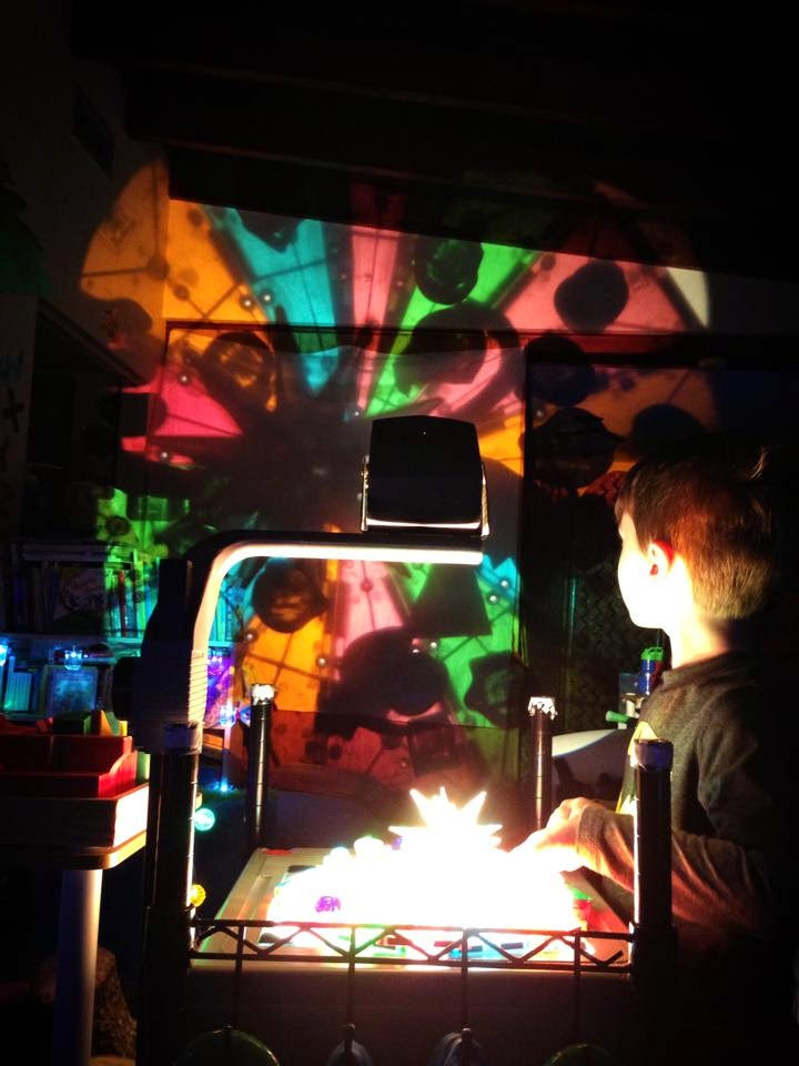 magna tiles overhead projector play
