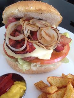 Hamburguesa casera con bacon y queso