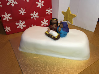 Nativity Christmas Cake Chocolate Fruit Cake http://laura-honeybee.blogspot.com/2015/12/jumpers-around-christmas-tree.html