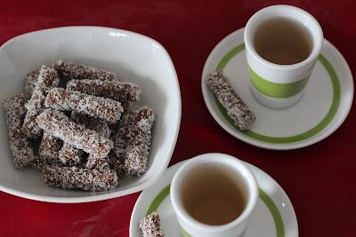 raw dessert, presni desert, urme, dates, coconut, kokos
