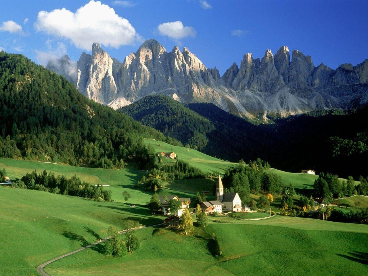 Peisaj De Primavara   Munti Alpii  Italia