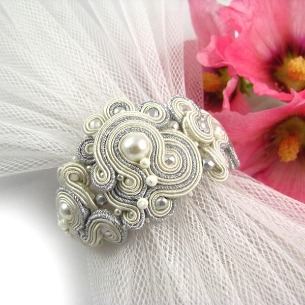 Sutaszowa bransoleta ślubna z perłami
