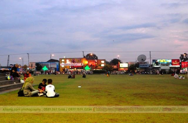 Ramai & Indahnya Alun-alun Purwokerto di Senja Hari - photo persembahan : KLIKMG.COM Photographer Purwokerto / Photographer Banyumas / Photographer Indonesia