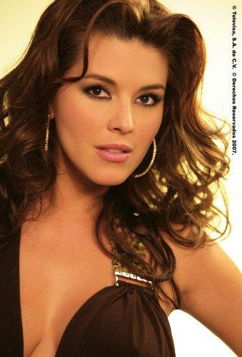 Alicia Machado Hairstyles 03