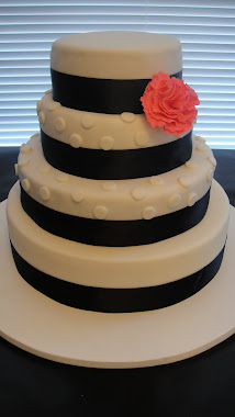 Black and Whitre Wedding Cake