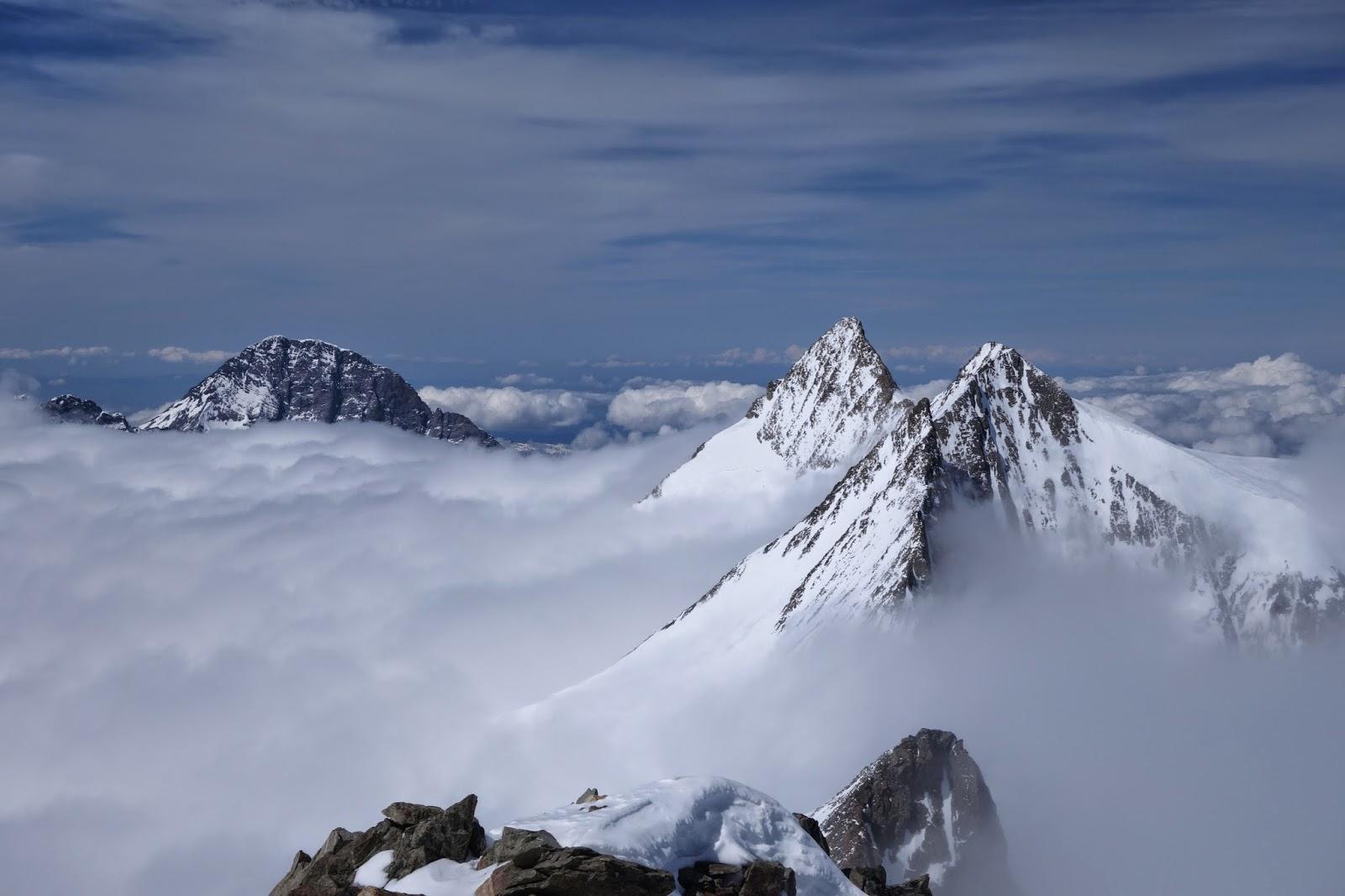 Izquierda el Eiger y a la derecha el Gross y el Hinter Fiescherhorn. Oberland.
