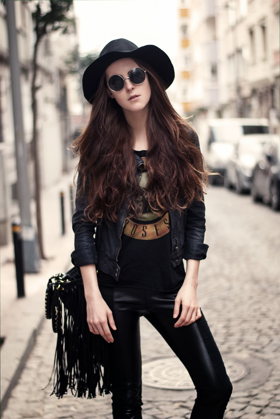 rocker outfit , street style, guns and rose top, fedora hat outfit, istanbul blogger, russian blogger, fashion details, long hair