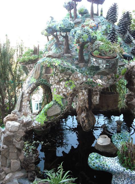 Joan seriny como decorar un estanque en trencad s mosaicos la cueva Como decorar un estanque