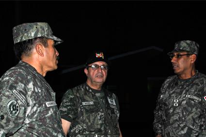 Nuestro Ejército en video: Ministro de Defensa , Jefe del CCFFAA Y