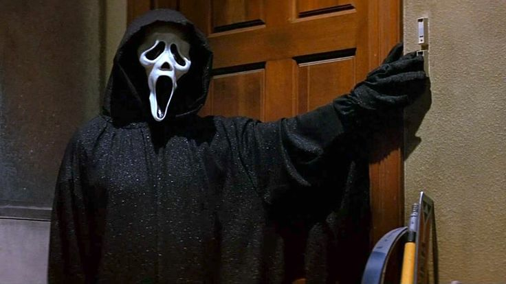 Scream Movie Review & Film Summary (1996) | Roger Ebert