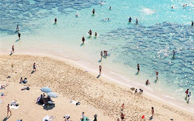 Zonnebaden en pootje baaien