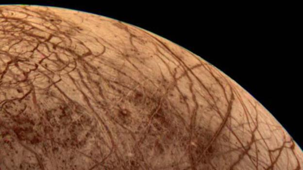 Europa, luna helada de Júpiter esconde un océano que podría ser el hogar de la vida