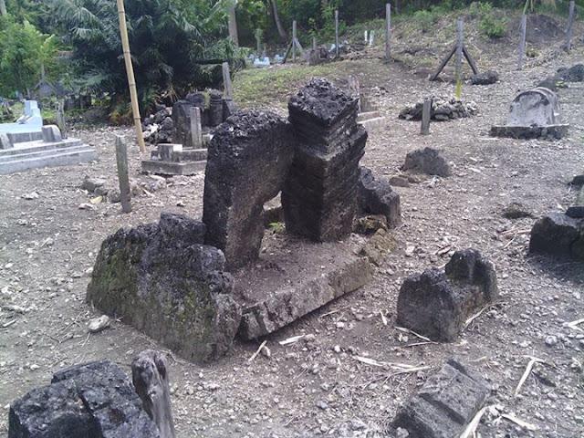 Kompleks Makam Kubang Desa Pamboqborang Majene