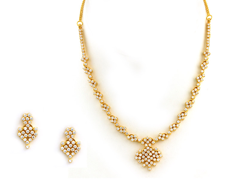 Gold necklace blog: Short and light weight diamond necklace