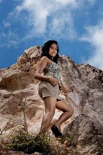 sri lankan model piyumi in short skirt glamour images