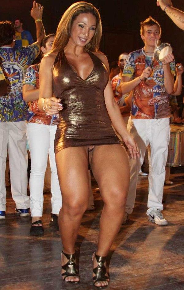 Valeska Popozuda Mostrando A Calcinha No Samba