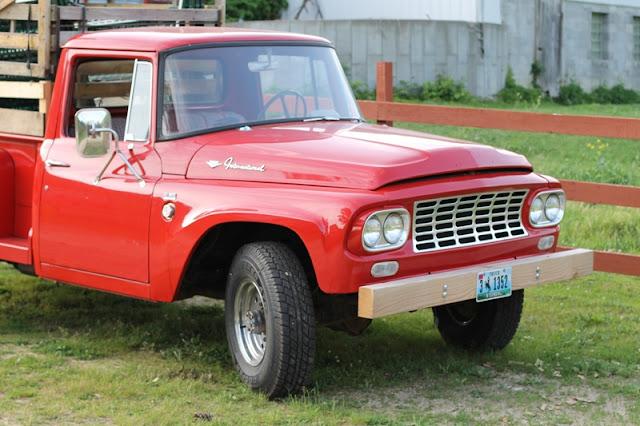 Old Yeller - 1962 International 1-ton Pickup
