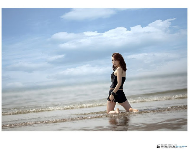 Lee Sung Hwa on the beach