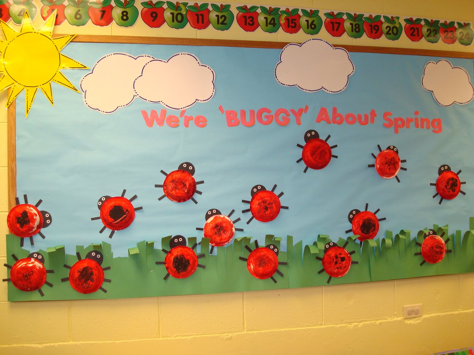 October Bulletin Board Ideas Preschool http://trinitypreschoolmp.blogspot.com/2011/04/lady-bug-were-buggy-about-spring.html