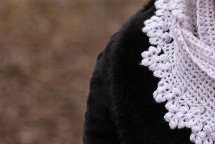 ootd, outfit, black fur, faux, kanekalon, braid, russian, cold, winter, black, scraf, shawl, white