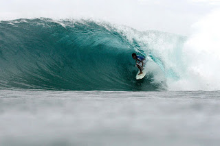 Rekomendasi Tempat Berselancar - Aurora Surfing shortboarding. MizTia Respect