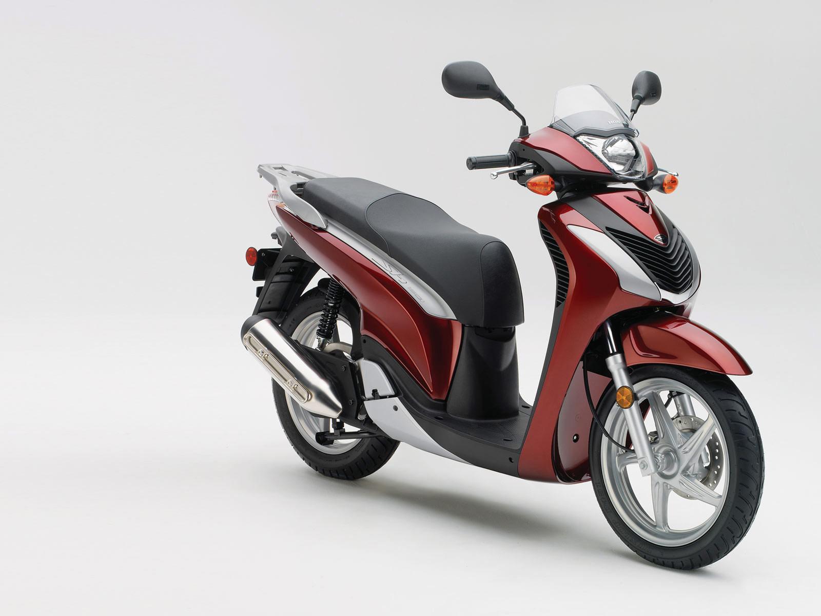 Honda_SH150i_2010_scooterpictures_07.jpg