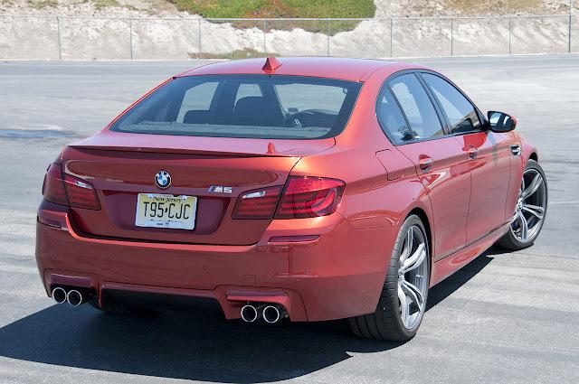Фото BMW M5 6MT 2013 года