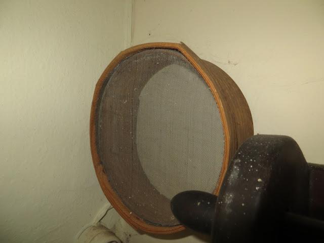 Fotografia macro de Peneira de peneirar farinha de milho ou trigo