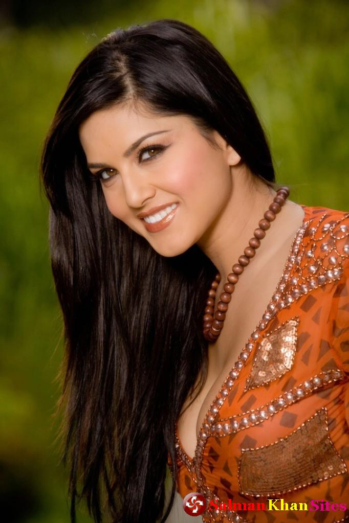 Khan wallpapers sunny leone porn star in reality tv show bigg boss 5