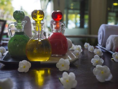 Os benefícios de beleza de óleos naturais