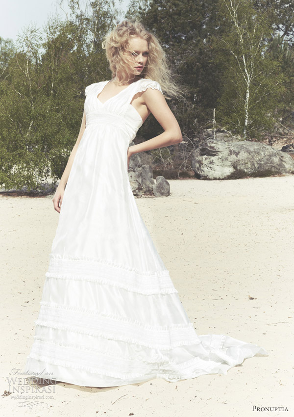 Pronuptia beach wedding dresses theme for Beach themed wedding dress