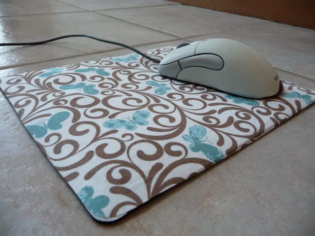 No sew fabric mousepad tutorial shealynn 39 s faerie shoppe for Tappetino mouse fai da te