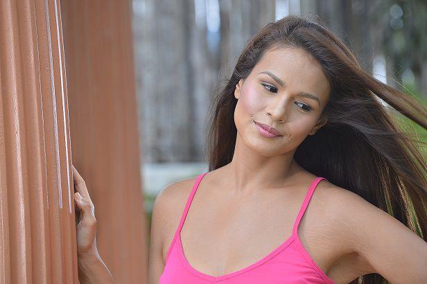 Kahit Puso'y Masugatan Iza Calzado as Andrea