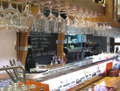 Beber y tapear en una sidrería de Madrid