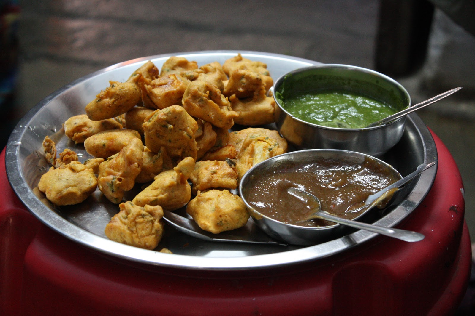 How to make potato and onion pakoras (fritters) – Gourmet Chick