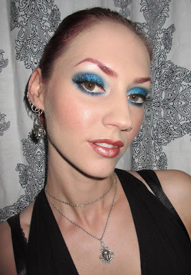 http://themoonmaiden-blix.blogspot.com/2015/07/teal-holographic-glitter-and-blue.html