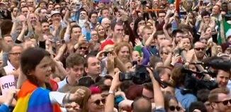 Sodomiștii au mai gâștigat o redută: De azi, căsătoria homosexualilor, legală în Irlanda de Nord...