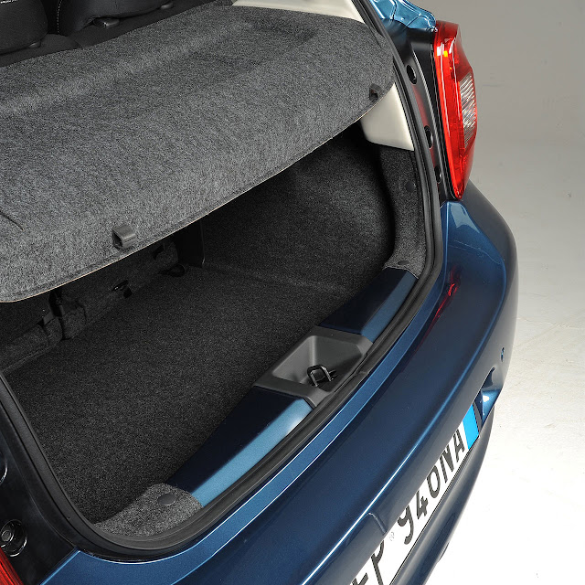 Nissan Micra trunk